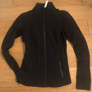 Lululemon black zip jacket. Size 6!!